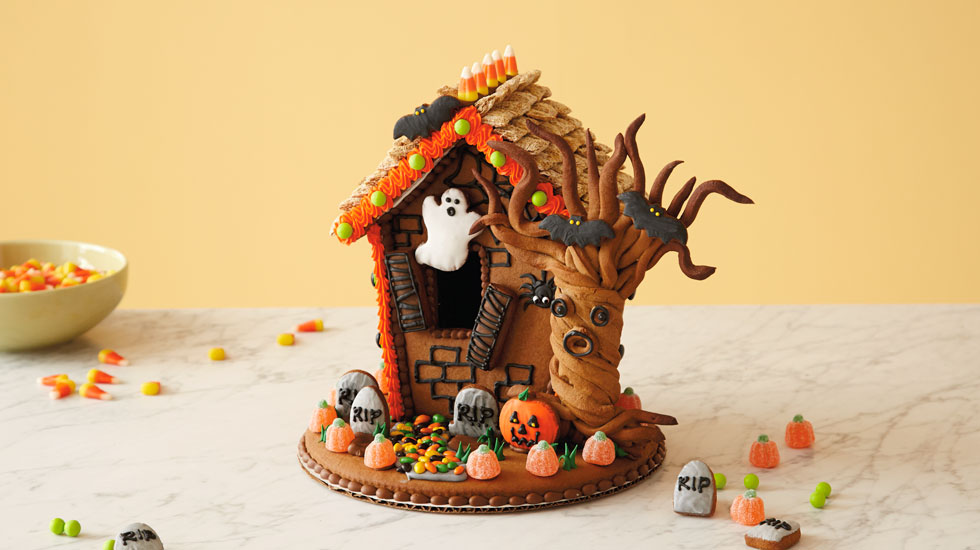 How To Make A Halloween Gingerbread House: Intermediate Version