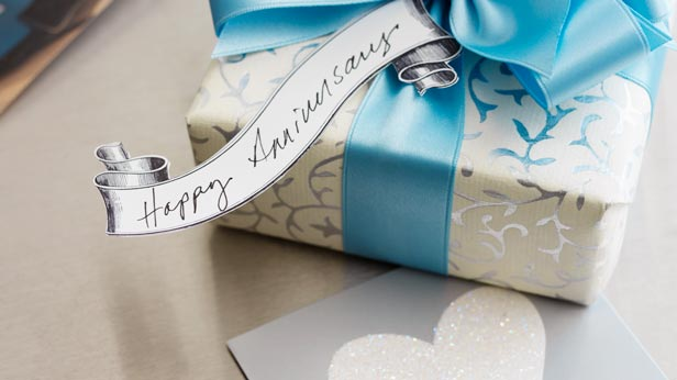 Anniversary Gifts by Year: Traditional and Modern Gift Ideas #Hallmark #HallmarkIdeas