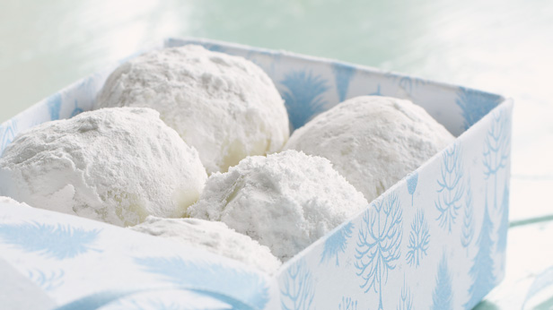 Christmas Cookie Recipes: Russian Tea Cookies #Hallmark #HallmarkIdeas