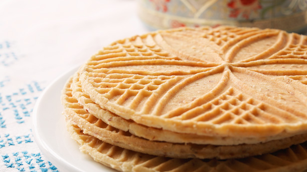 Christmas Cookie Recipes: Traditional Pizzelles #Hallmark #HallmarkIdeas
