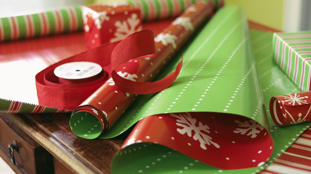 Christmas Party Ideas: Host a Wrap & Yap Party #Hallmark #HallmarkIdeas