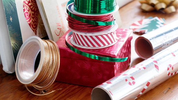 6 Gift-Wrapping Tips & Tricks #Hallmark #HallmarkIdeas