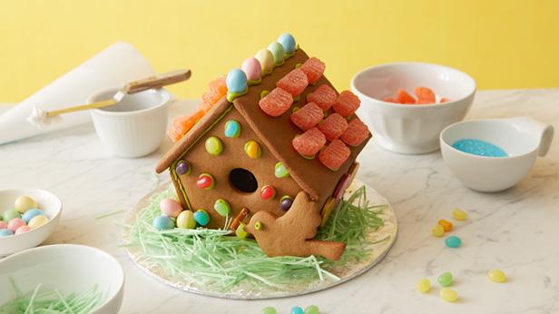 Gingerbread House Ideas #Hallmark #HallmarkIdeas