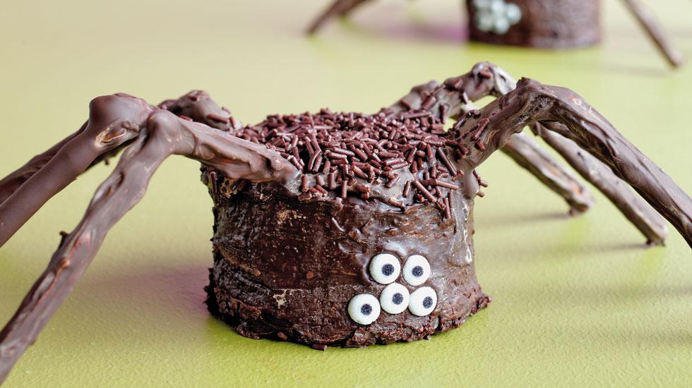 Halloween Cupcakes: Spider #Hallmark #HallmarkIdeas