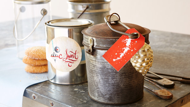 Wrap your homemade Christmas gifts in style: cans and canisters #Hallmark #HallmarkIdeas