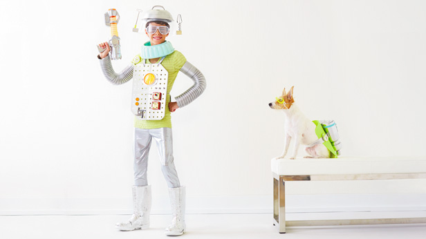 Space Family Halloween Costumes: Robot Boy and Cosmic Canine #Hallmark #HallmarkIdeas
