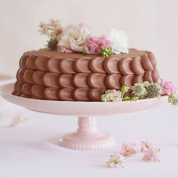 Easy birthday cake ideas: Chocolates & Flowers