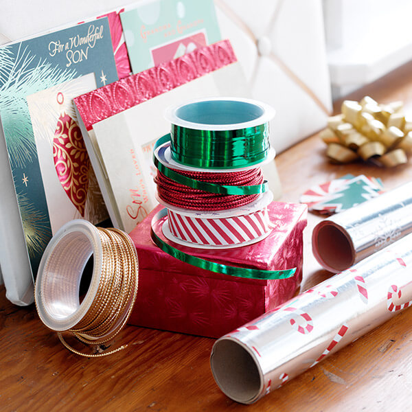 How to Wrap Christmas Presents: 10 Gift-Wrapping Tips & Tricks ...