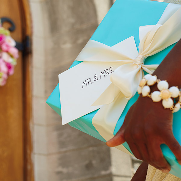 Wedding Wishes: What To Write In A Wedding Card