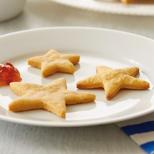 Cheesy gold star crackers