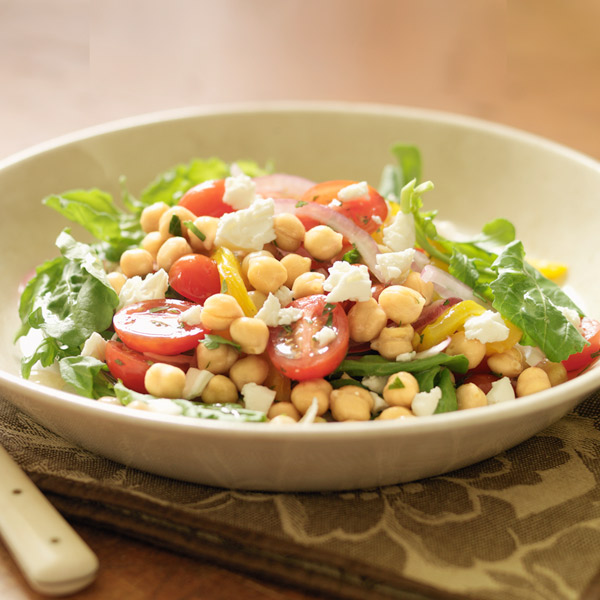 Arugula salad with chickpeas, roasted peppers and feta