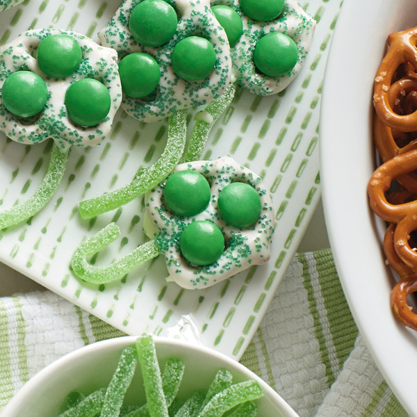 Chocolate-Covered Green Clover Pretzels Recipe