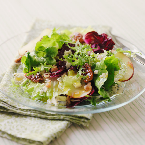 Winter salad with apples, pecans and blue cheese