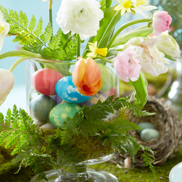 diy easter table decorations egg centric easter centerpiece