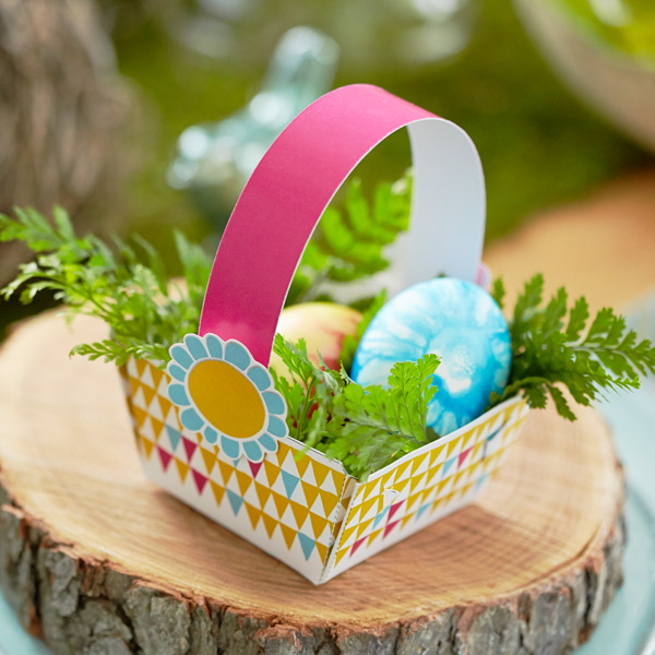 Easter table decorations hallmark ideas inspiration diy easter table decorations mini easter basket party favors negle Images