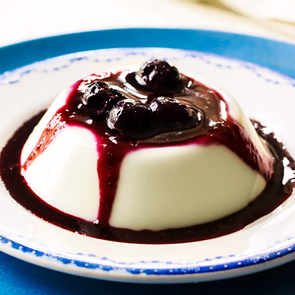 Panna cotta recipe with blueberry-ginger sauce