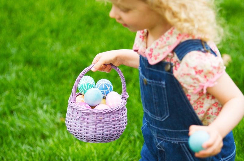 How to Plan an Amazing Easter Egg Hunt - Kid withEggs