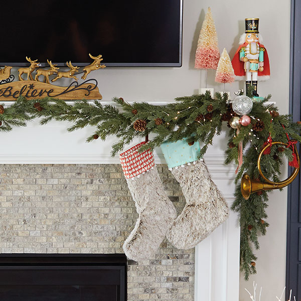 Decorate A Picture: How To Decorate A Mantel For Christmas