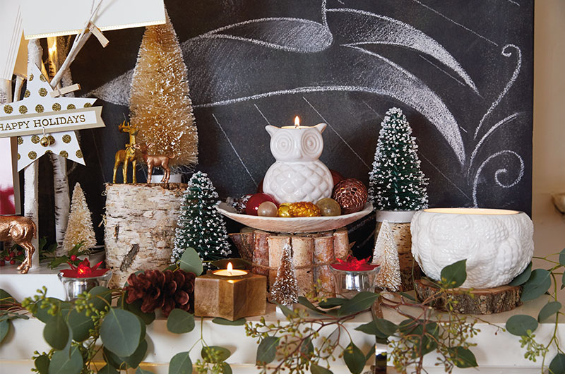 How to decorate a mantel for Christmas - Nicole