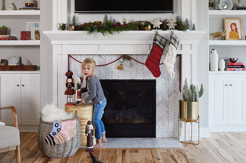 How to decorate a mantel for Christmas - Tuesday