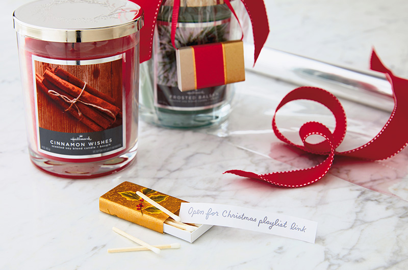 Candle Gift - 15 Easy DIY Ways to Add a Personal Touch to Christmas Gifts