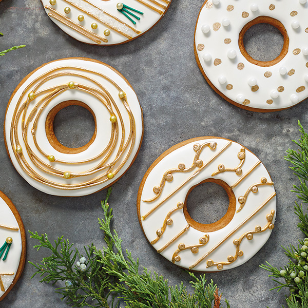 Gingerbread Christmas Wreath Cookies with Metallic Piping