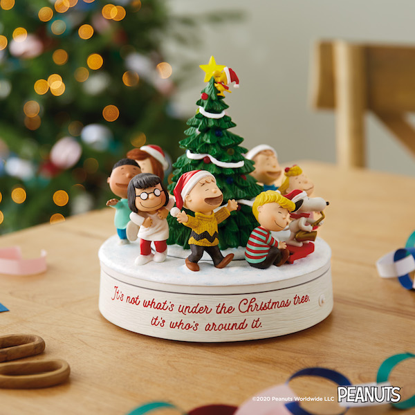 Peanuts tabletop decoration